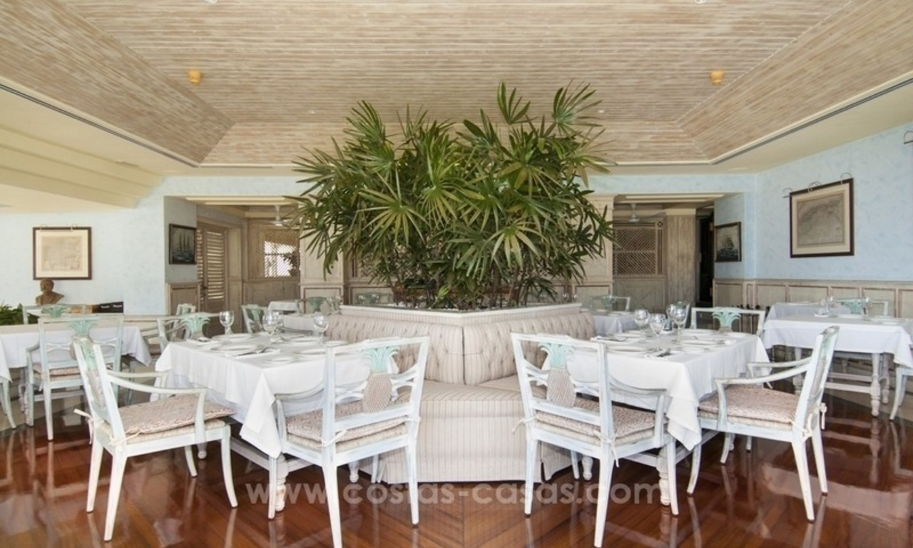 Exclusive apartment for sale in a beachfront complex in Puerto Banús - Marbella 13