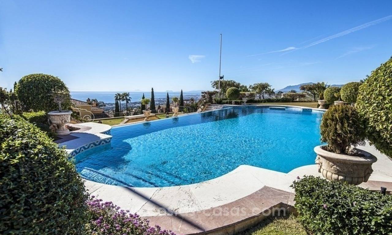 Palatial mansion for sale in exclusive urbanization of Sierra Blanca, Marbella 2