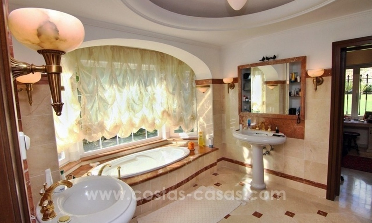 Beautiful classic style villa for sale in the Marbella Club Golf Resort 16
