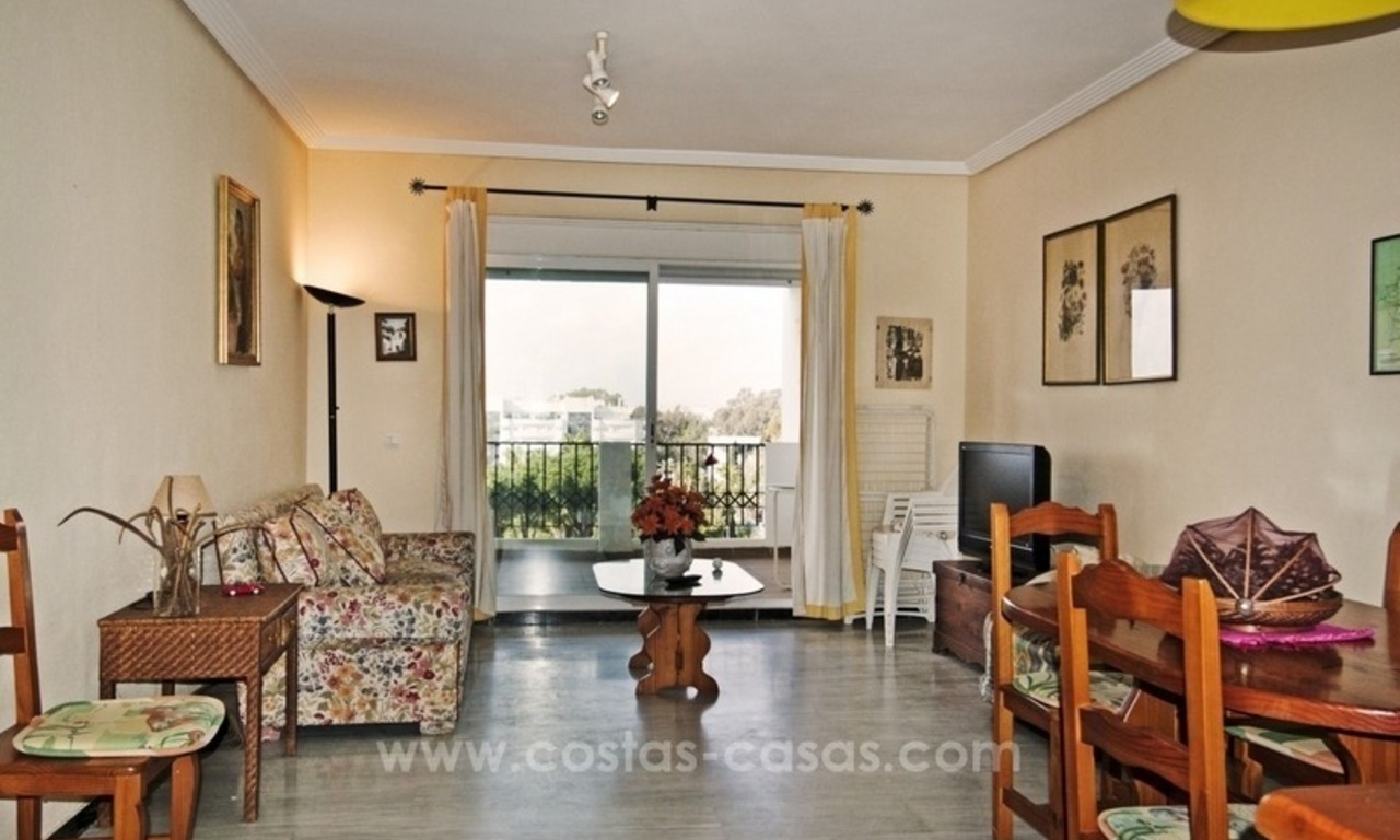 Perfect location!! Beachside apartment for sale in Puerto Banús 4