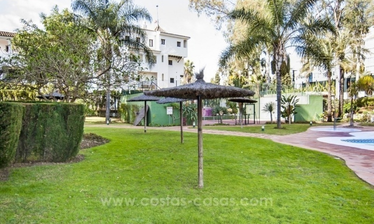 Perfect location!! Beachside apartment for sale in Puerto Banús 11
