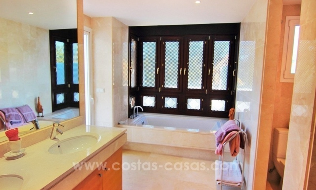 Spacious Beachfront Penthouse for Sale on the New Golden Mile, Estepona 20