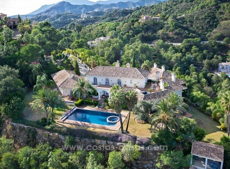 For Sale: A luxurious but elegant classical villa with the best views in El Madroñal - Benahavis