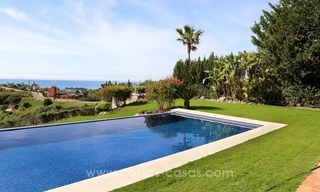Luxury villa for sale between Marbella and Estepona, with panoramic sea views 5