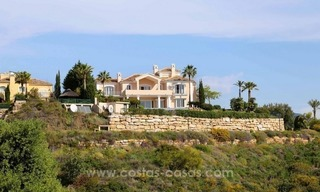 Luxury villa for sale between Marbella and Estepona, with panoramic sea views 1