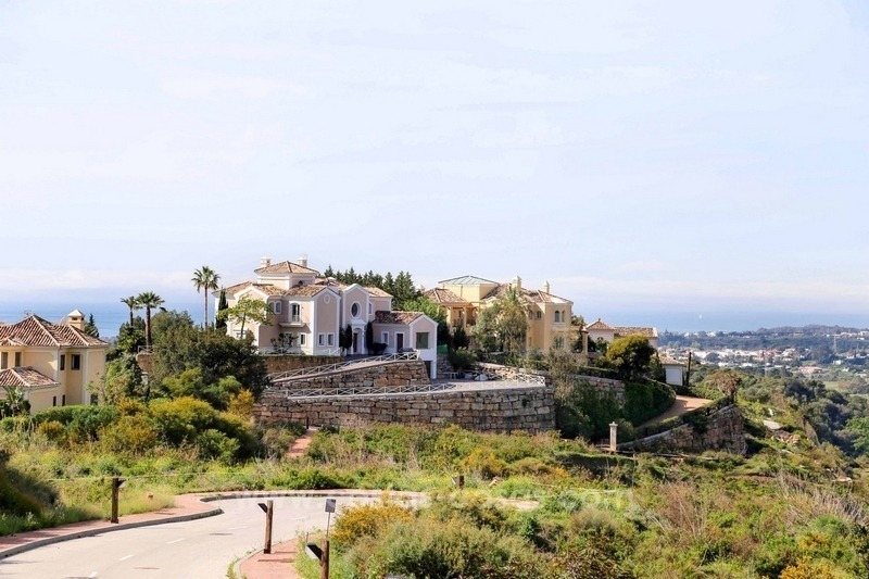 Luxury villa for sale between Marbella and Estepona, with panoramic sea views