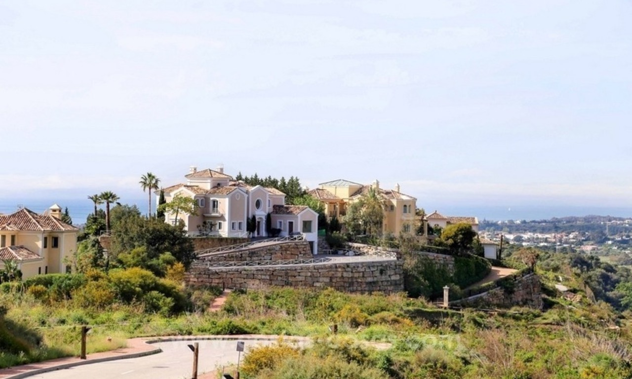Luxury villa for sale between Marbella and Estepona, with panoramic sea views 0