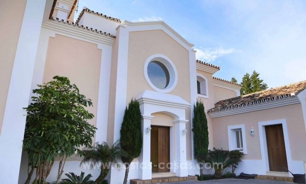 Luxury villa for sale between Marbella and Estepona, with panoramic sea views 9