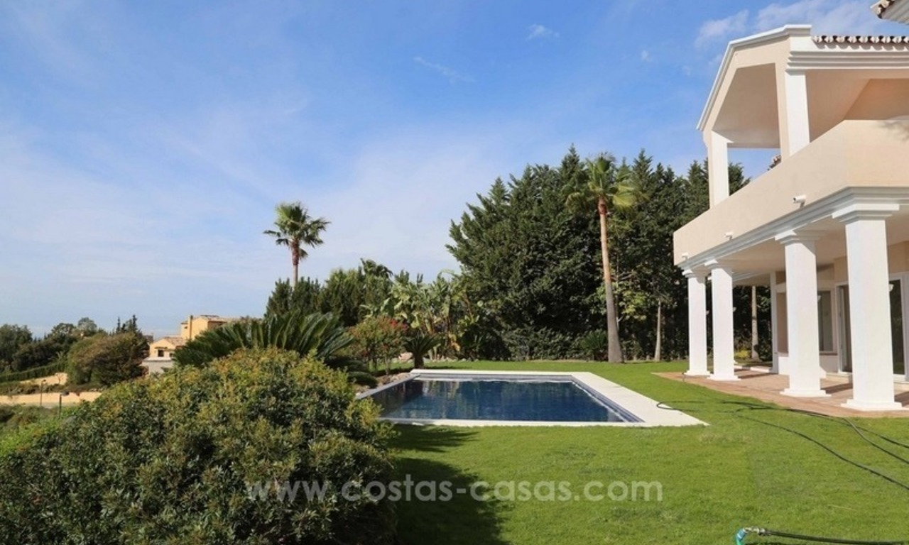 Luxury villa for sale between Marbella and Estepona, with panoramic sea views 10