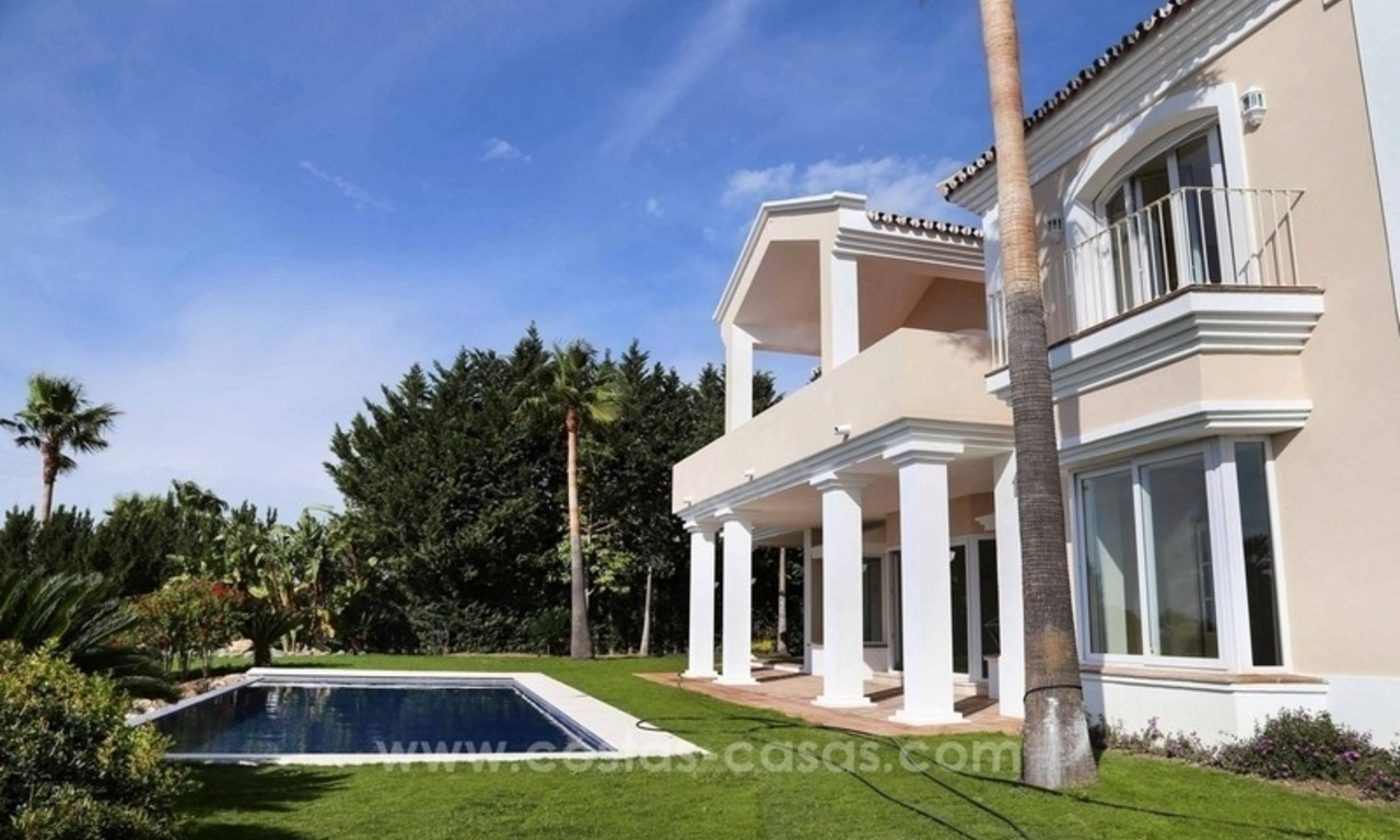 Luxury villa for sale between Marbella and Estepona, with panoramic sea views 11