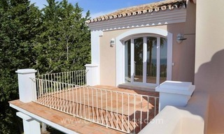 Luxury villa for sale between Marbella and Estepona, with panoramic sea views 40
