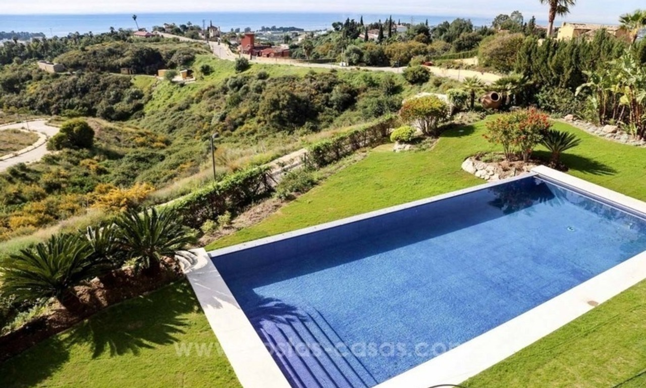 Luxury villa for sale between Marbella and Estepona, with panoramic sea views 44