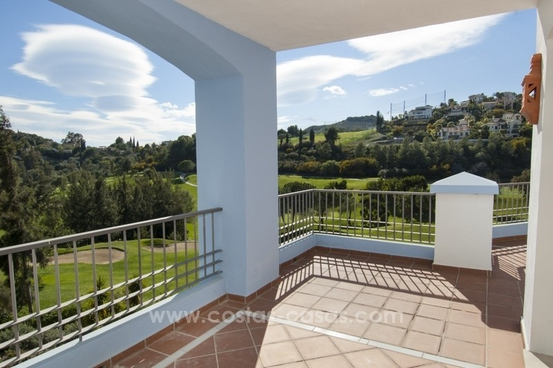 Bargain frontline golf new apartment for sale in Los Arqueros, Benahavis