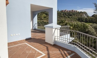 Bargain frontline golf new apartment for sale in Los Arqueros, Benahavis 3