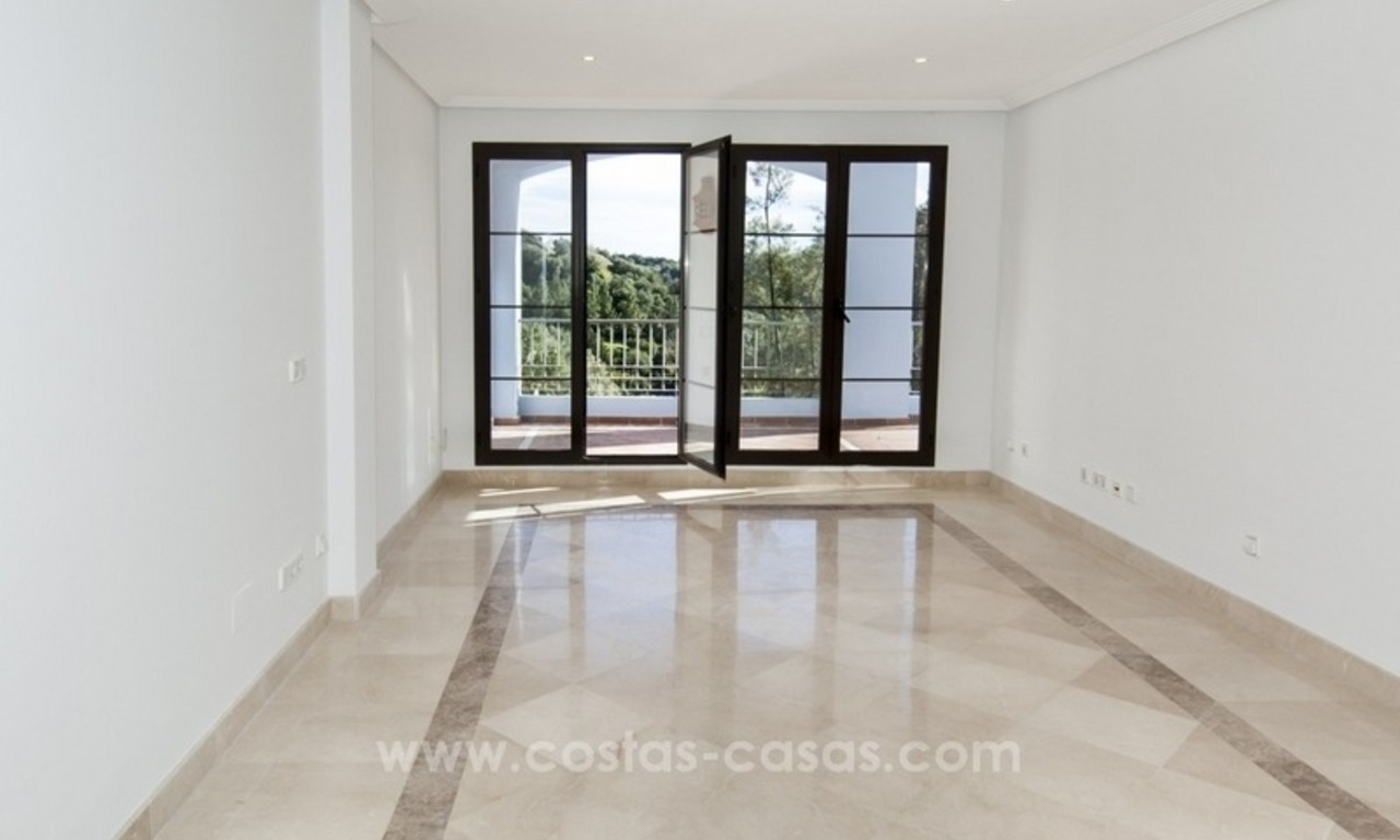 Bargain frontline golf new apartment for sale in Los Arqueros, Benahavis 6
