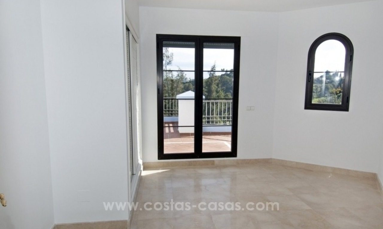 Bargain frontline golf new apartment for sale in Los Arqueros, Benahavis 8