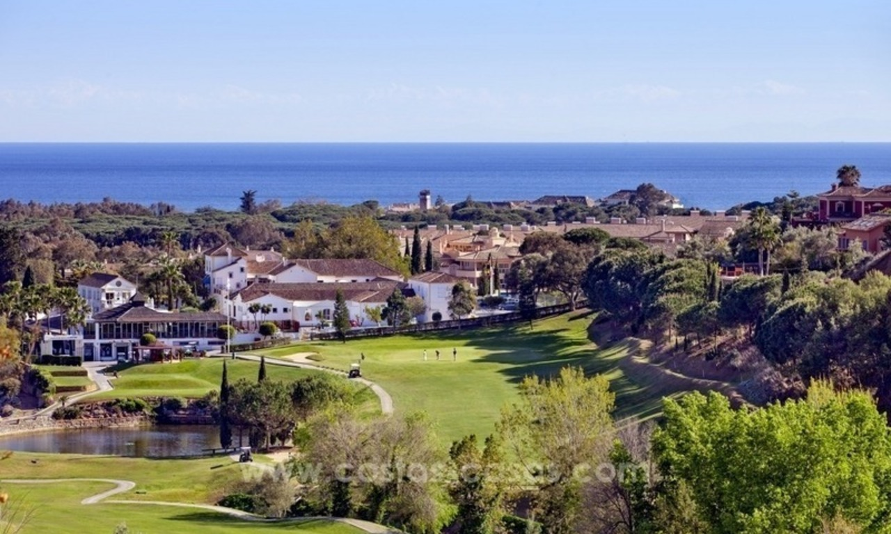 Bargain front line golf apartments for sale in the East of Marbella 1