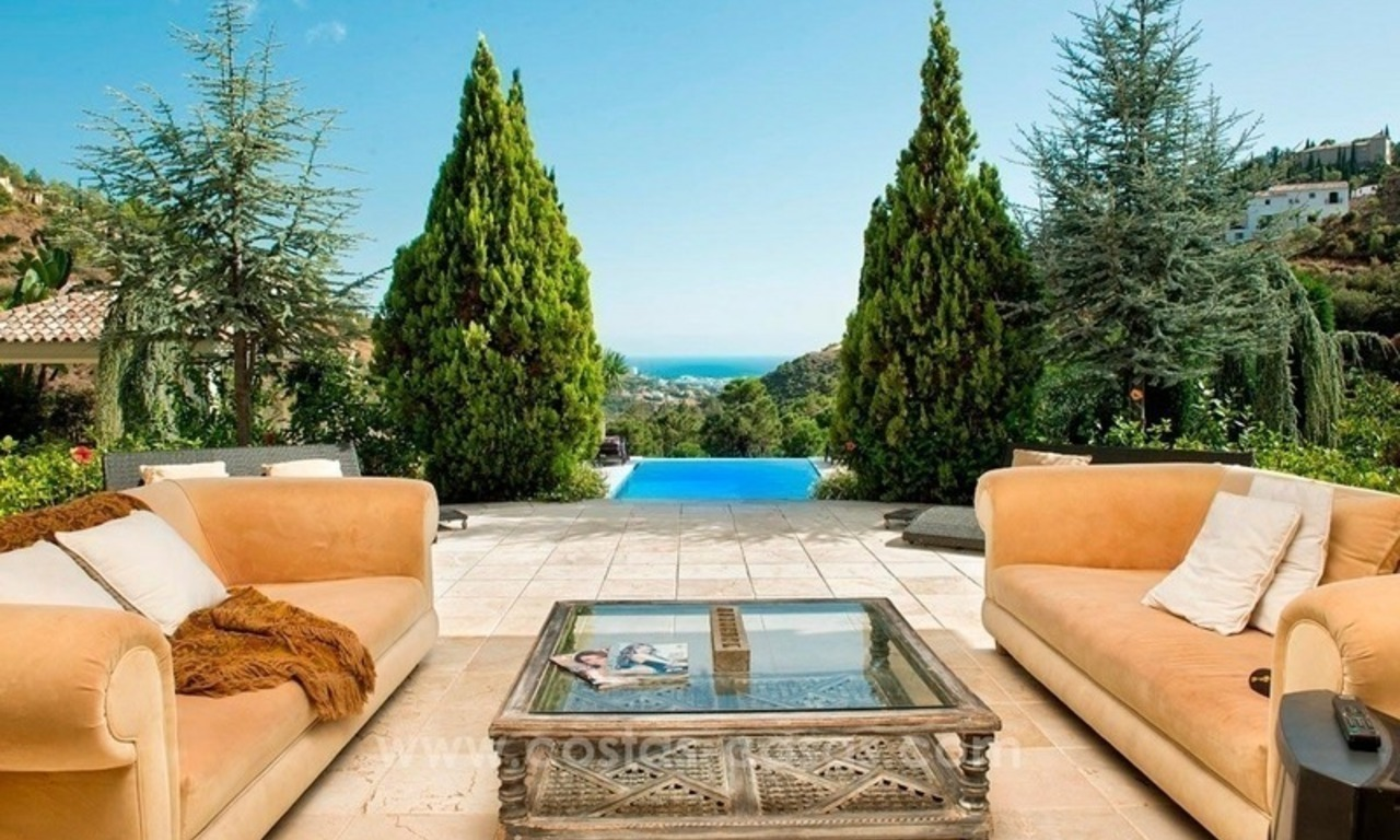Contemporary villa for sale with classical architectural references, El Madroñal, Benahavis - Marbella 4