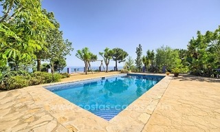 Finca - Villa for sale in Estepona with panoramic sea view 1