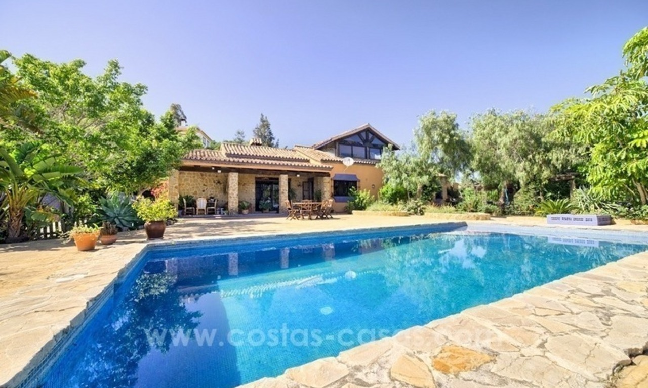 Finca - Villa for sale in Estepona with panoramic sea view 4
