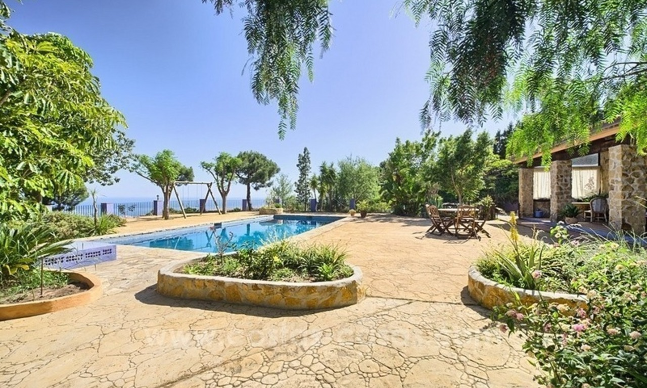 Finca - Villa for sale in Estepona with panoramic sea view 5