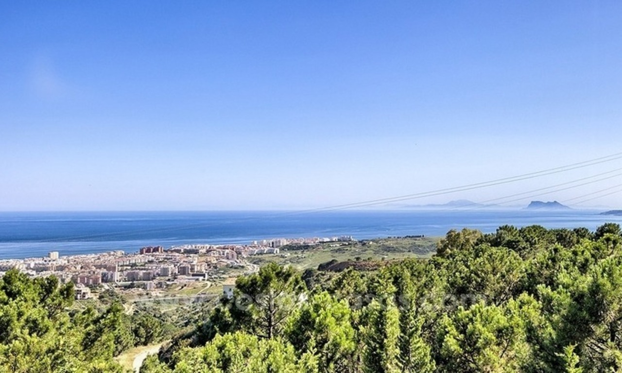 Finca - Villa for sale in Estepona with panoramic sea view 3