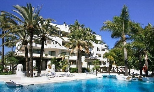 Opportunity! Bargain penthouse apartment for sale, beachside Puerto Banus, Marbella