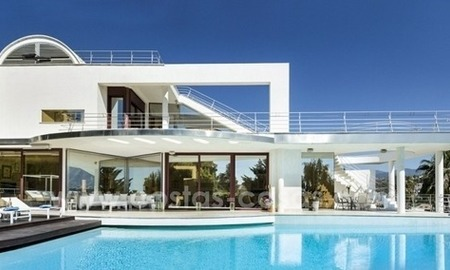 For Sale in Nueva Andalucia, Marbella: Designer Villa with panoramic golf, mountain and sea views 3