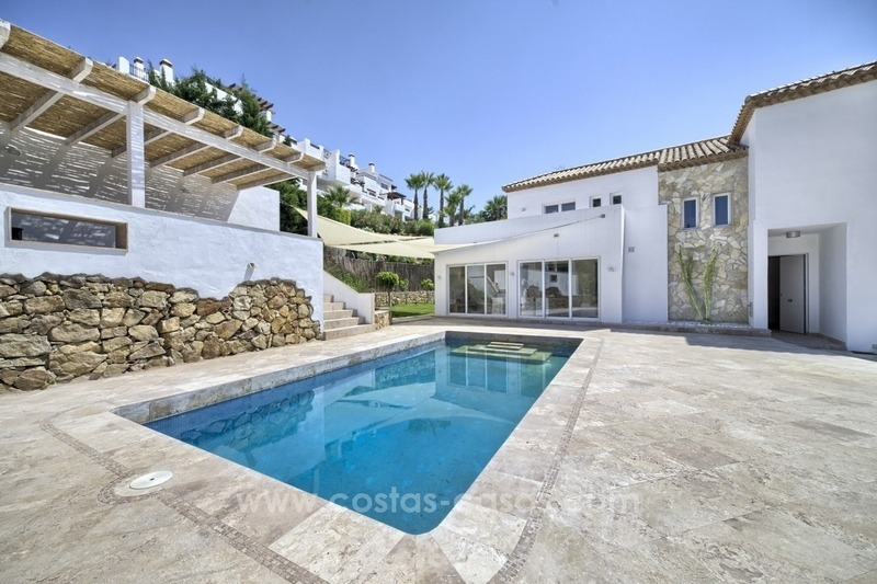Contemporary villa for sale in a gated community in Nueva Andalucía – Marbella