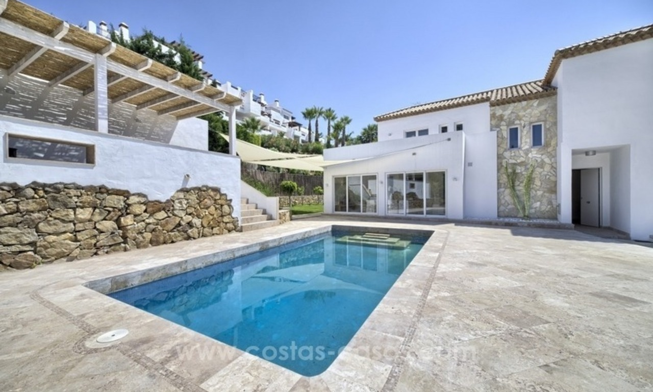 Contemporary villa for sale in a gated community in Nueva Andalucía – Marbella 0