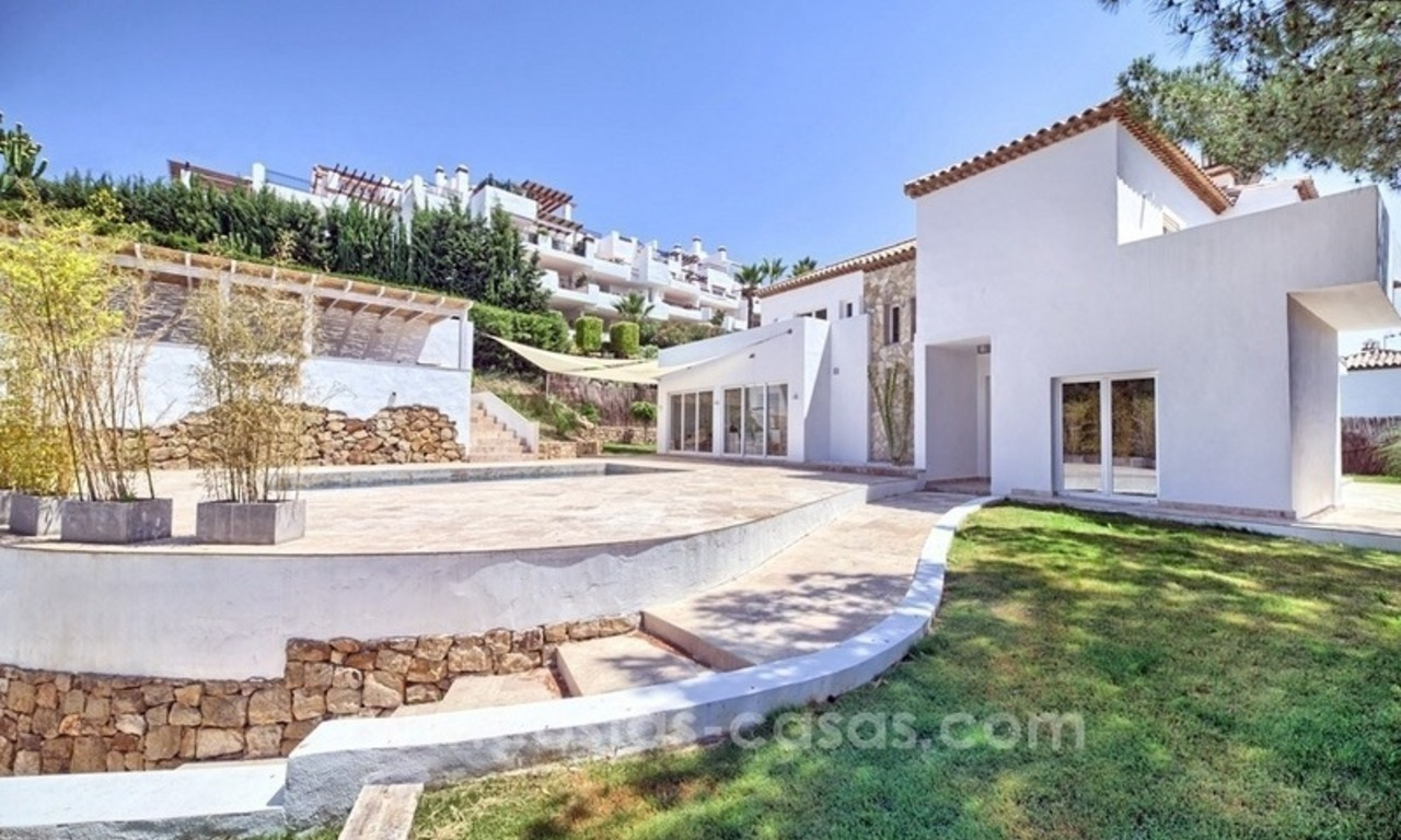 Contemporary villa for sale in a gated community in Nueva Andalucía – Marbella 2