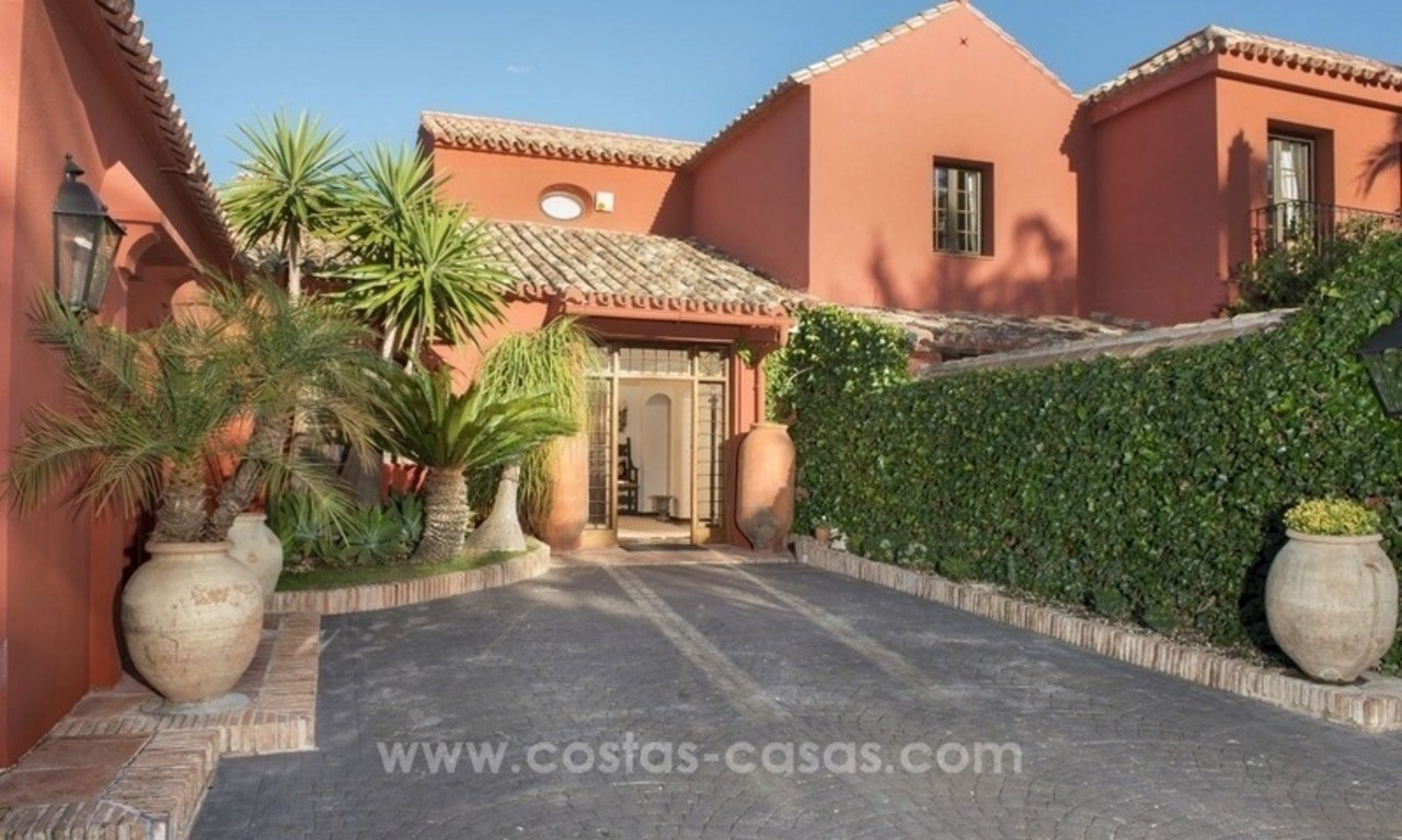 Classical country style villa for sale in El Madroñal, Benahavis - Marbella 7