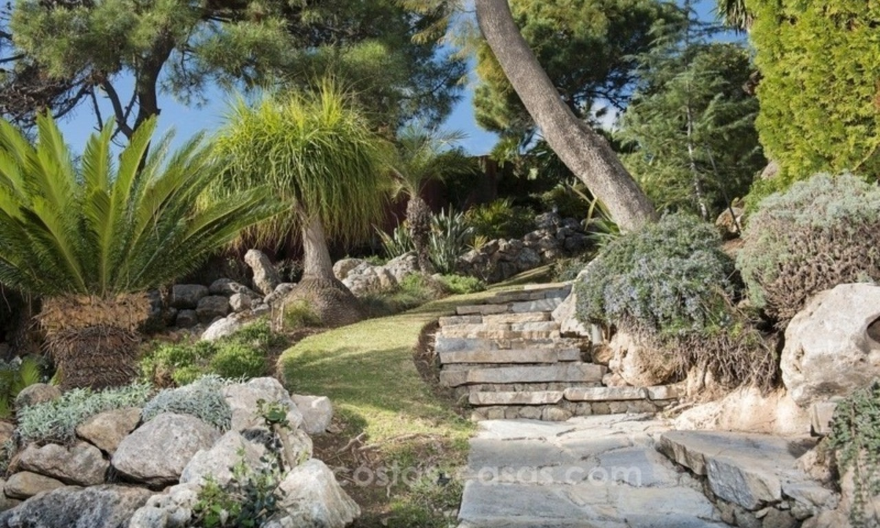 Classical country style villa for sale in El Madroñal, Benahavis - Marbella 14