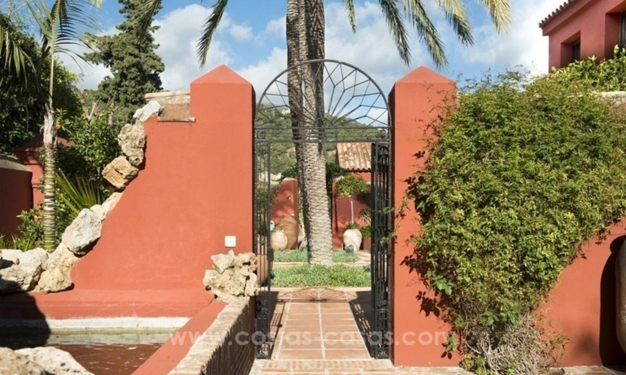 Classical country style villa for sale in El Madroñal, Benahavis - Marbella 16