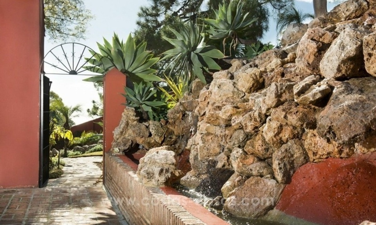 Classical country style villa for sale in El Madroñal, Benahavis - Marbella 17