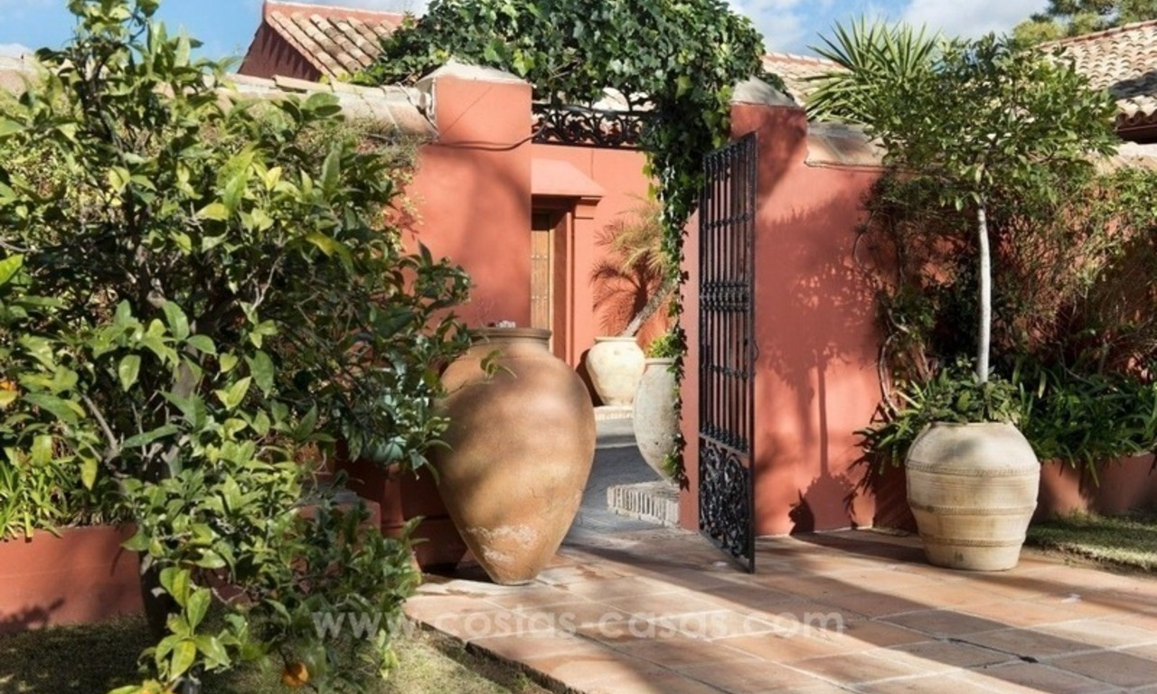 Classical country style villa for sale in El Madroñal, Benahavis - Marbella 18