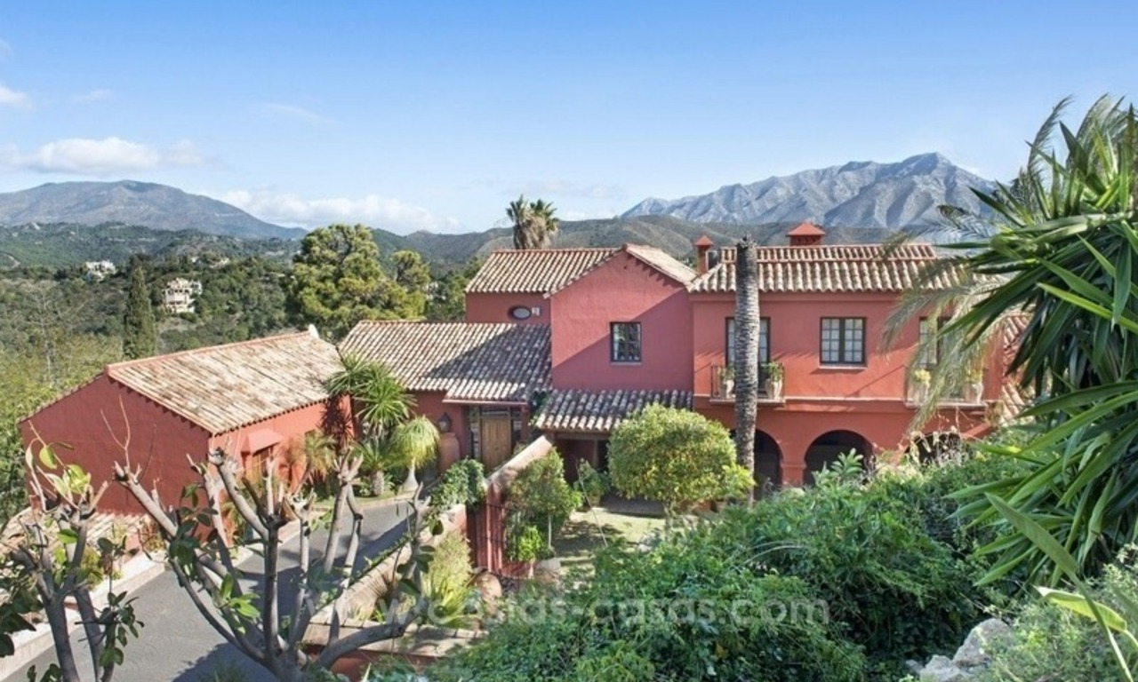Classical country style villa for sale in El Madroñal, Benahavis - Marbella 21