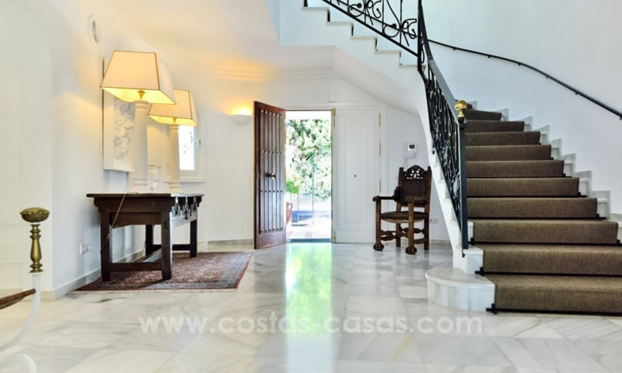 Stylish villa in perfect condition for sale on the Golden Mile, Marbella 3