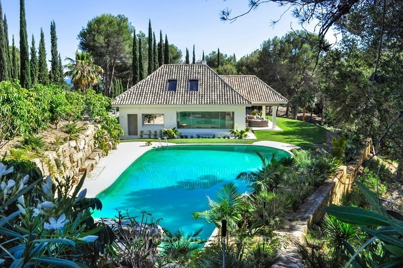 New frontline golf contemporary luxury villa for sale in East Marbella