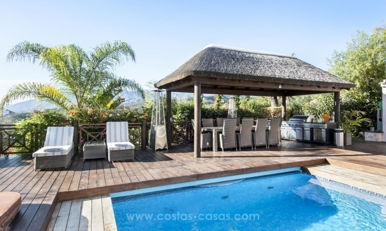 Villa with sea views for sale in East Marbella 12