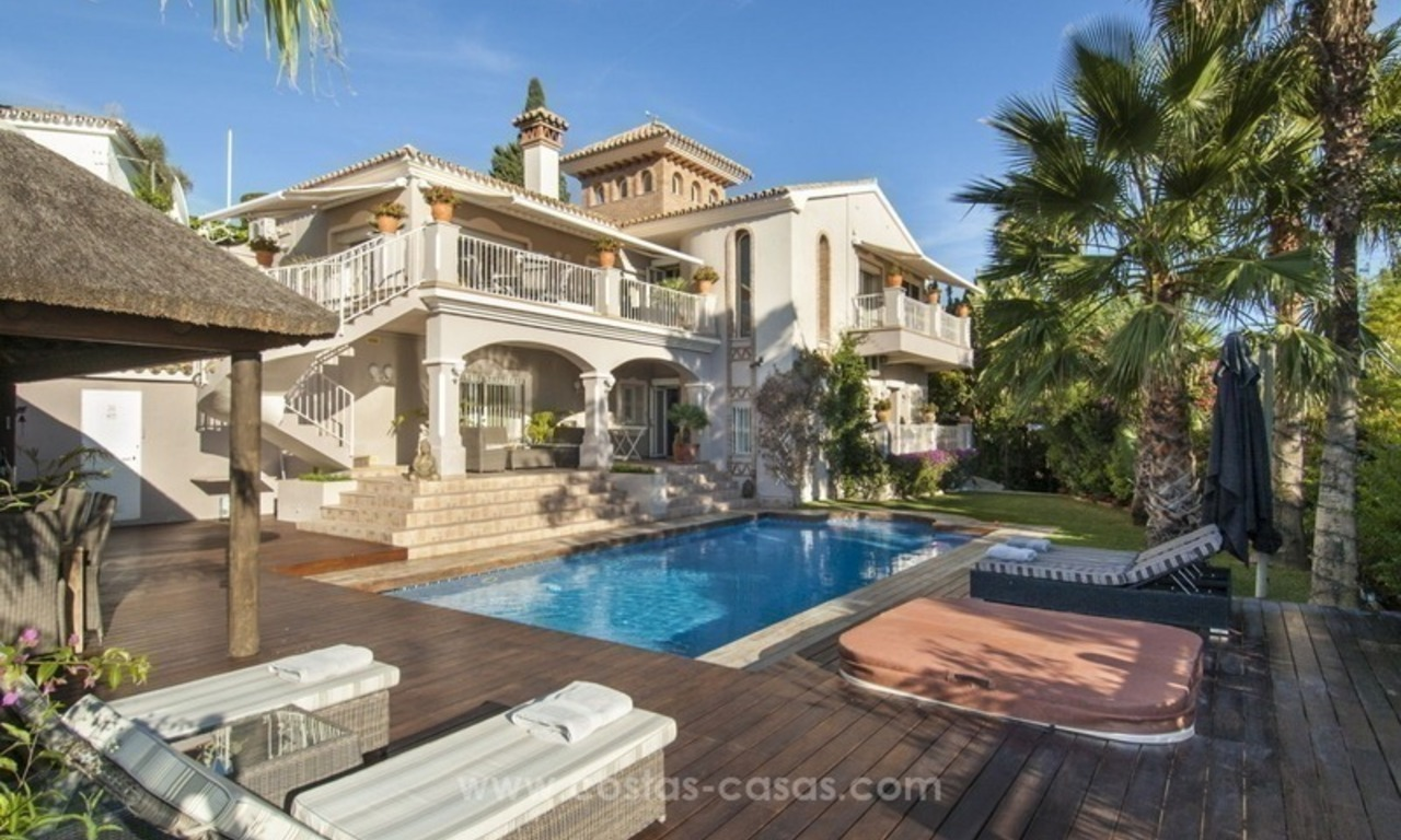 Villa with sea views for sale in East Marbella 9