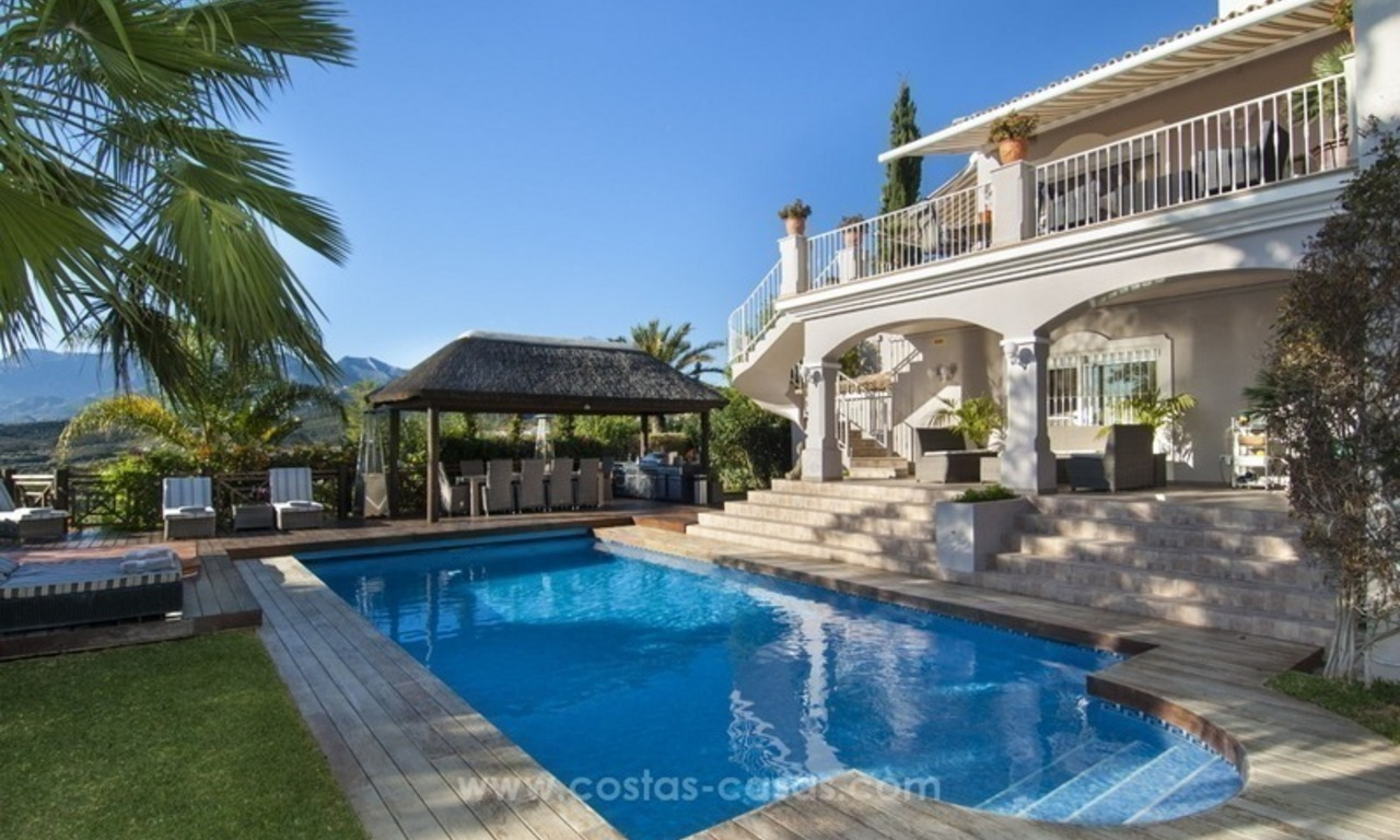Villa with sea views for sale in East Marbella 10