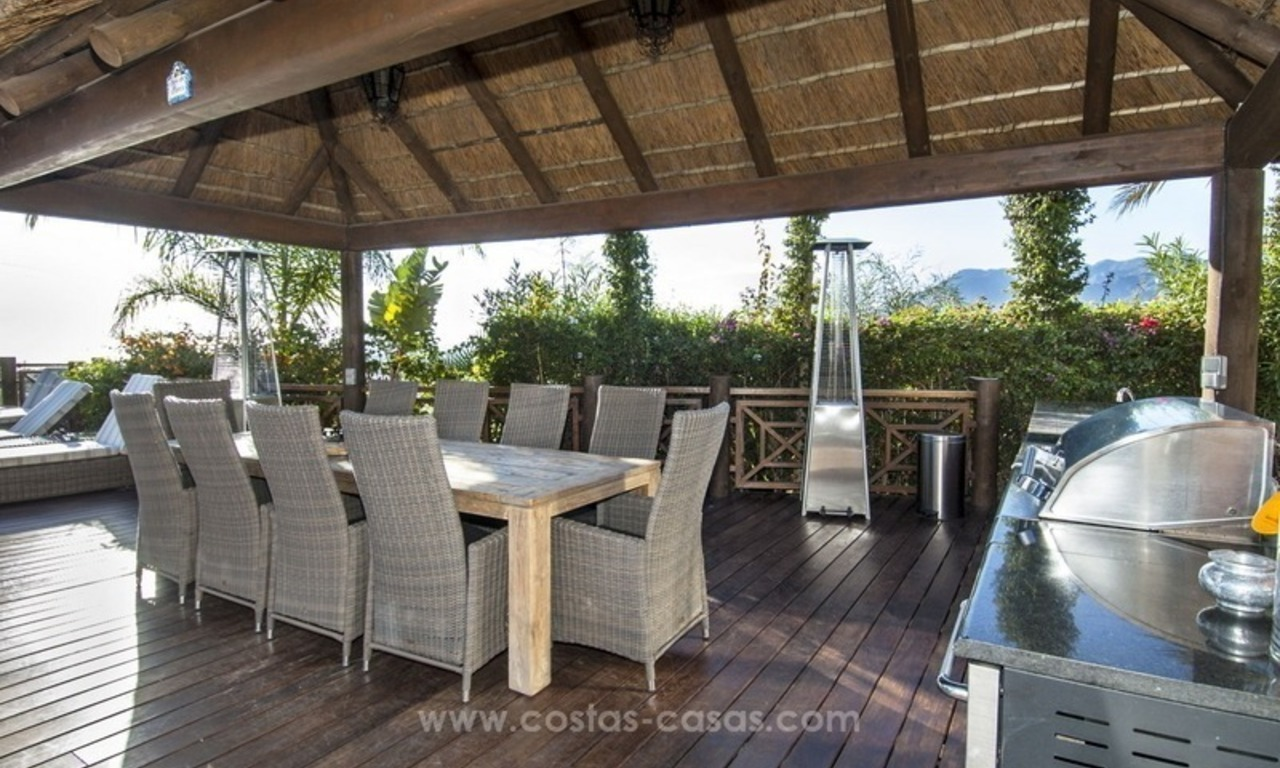 Villa with sea views for sale in East Marbella 11