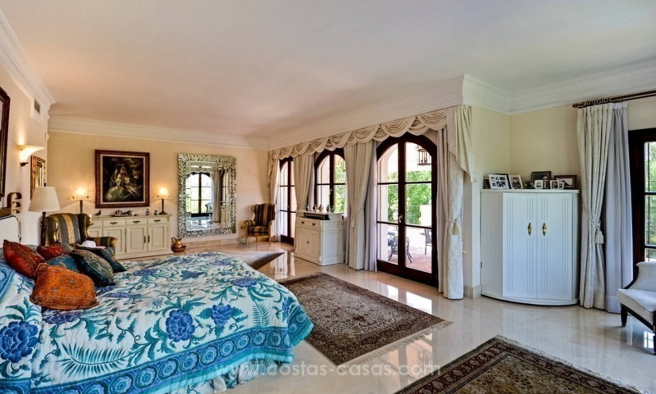 Luxury villa for sale, front line golf, in Marbella East 25