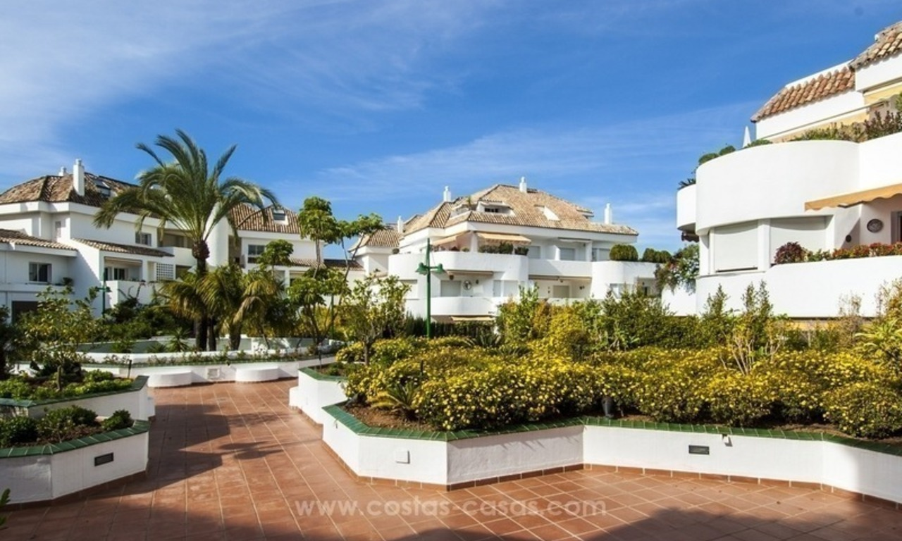 Spacious ground floor apartment for sale on The Golden Mile, Marbella 18