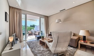 Apartment in a frontline beach complex for sale on the New Golden Mile, Estepona 9