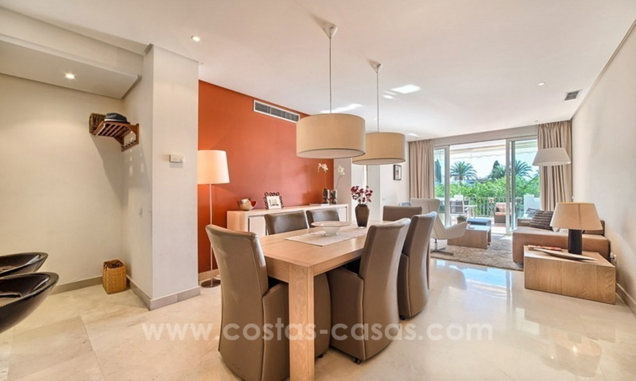 Apartment in a frontline beach complex for sale on the New Golden Mile, Estepona 11