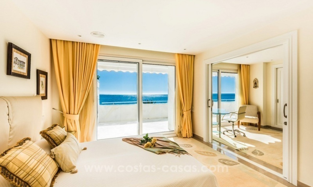 Exclusive upmarket frontline beach apartment for sale in Marbella center 4
