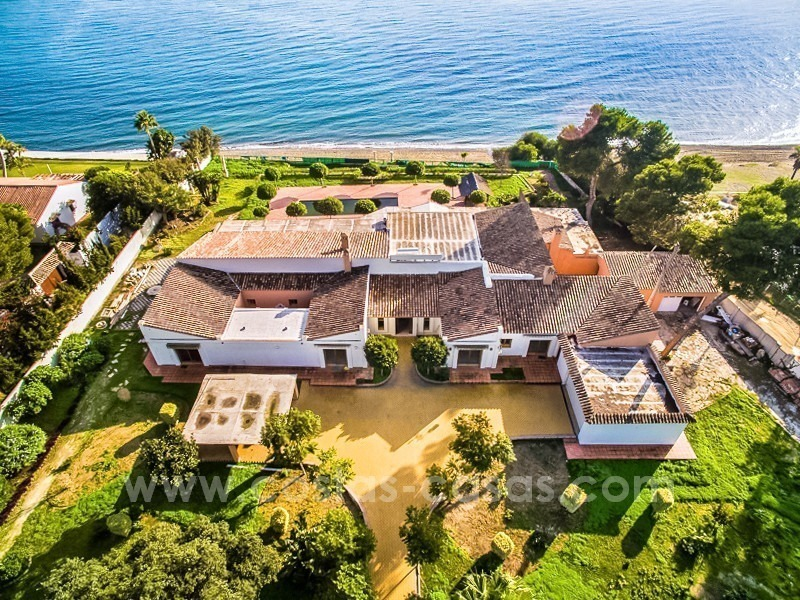 Beachfront plot with Villa Building Project for sale on the New Golden Mile, Marbella - Estepona