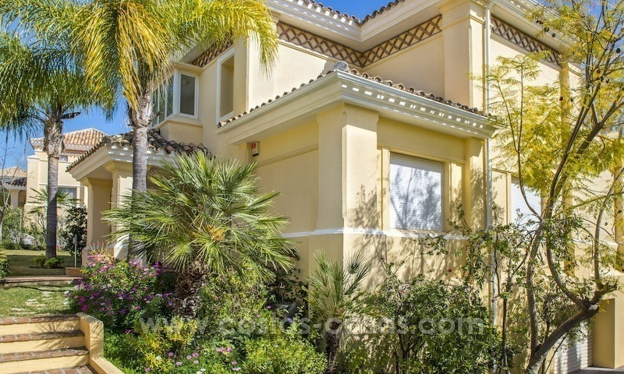 Large frontline golf villa for sale in Nueva Andalucía, Marbella 8